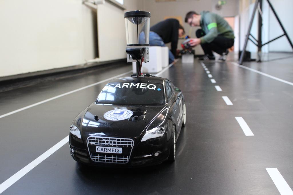 AUTONOMOUS MODEL CARS